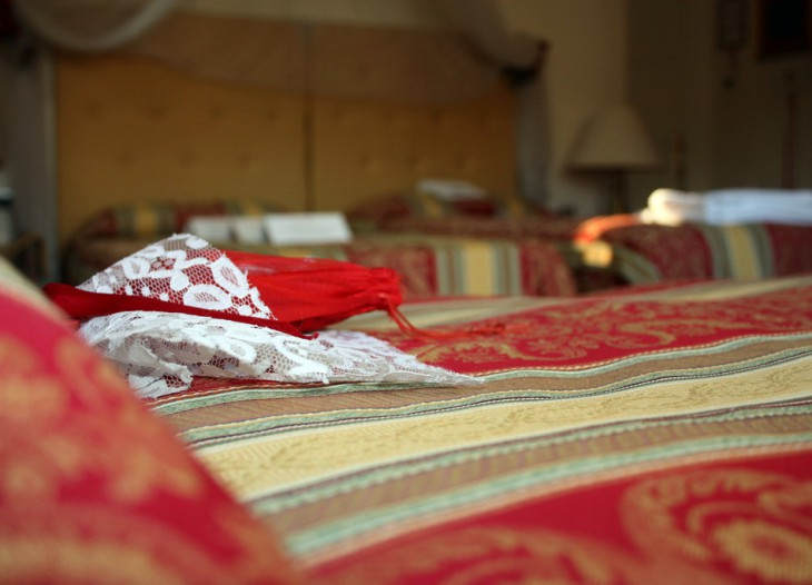 Red bedroom photo 3